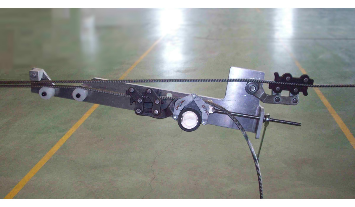 Y-Cable Tensioning Device for overhead wiring of high speed trains